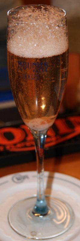 champagner cocktail 2 hausbar rezept aus der cocktail datenbank. Black Bedroom Furniture Sets. Home Design Ideas